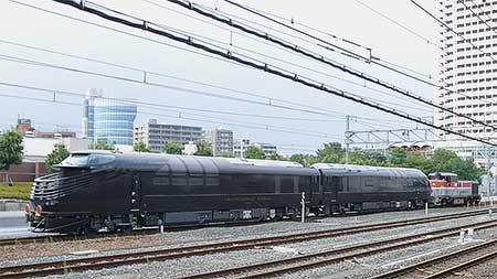 「トワイライトエクスプレス瑞風」の先頭車両が甲種輸送される