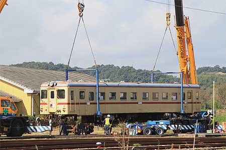 平成筑豊鉄道金田駅にキハ2004が搬入される