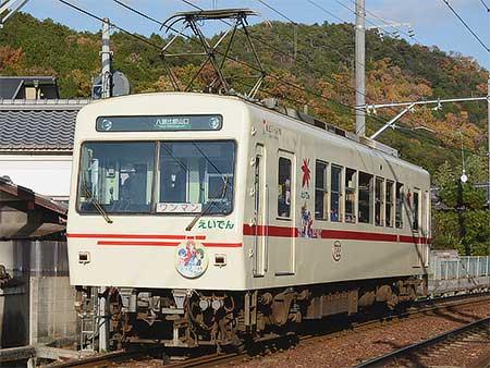 叡山電鉄デオ722に「きんいろモザイク×叡山電車」ラッピング