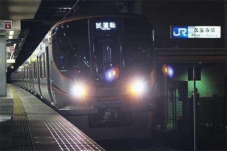 323系,早朝の関西本線を走行