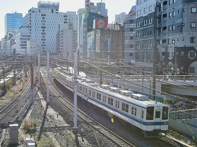 東武鉄道8000系が池袋へ
