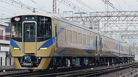 泉北高速12000系が営業運転を開始