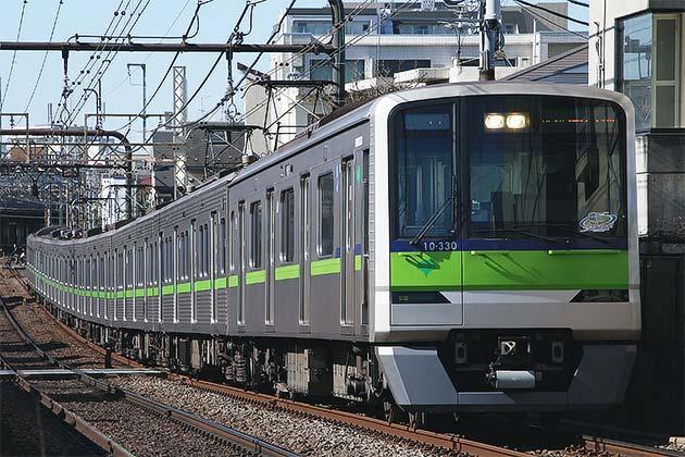 都営新宿線10-300R形に引退記念ステッカー