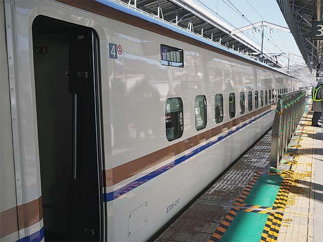 北陸新幹線軽井沢駅に可動式ホーム柵