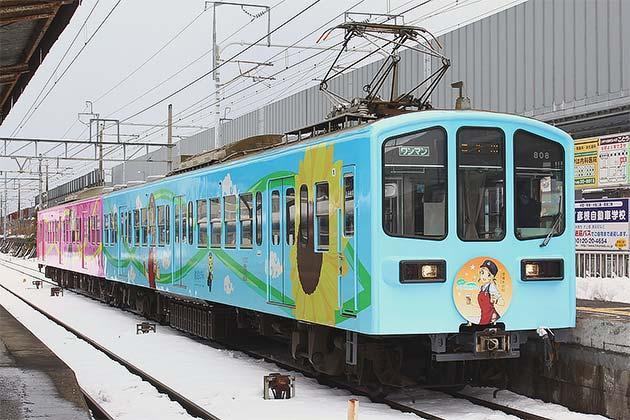 近江鉄道で「豊郷あかね」ラッピング電車運転