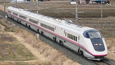 E3系による「秋田新幹線開業20周年記念号」運転