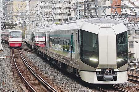 東武500系が営業運転を開始