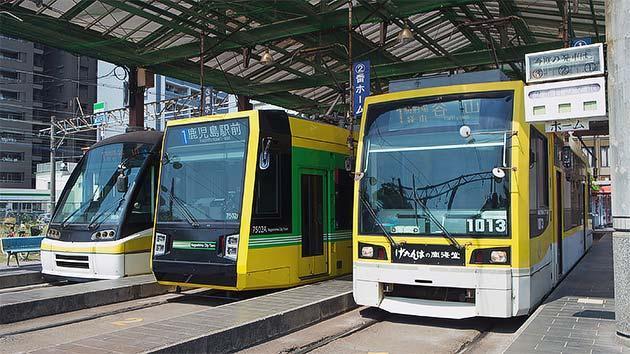 鹿児島市交通局,3形式の超低床電車が並ぶ