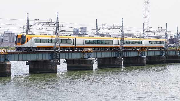 新塗装化された近鉄22600系が阪神線へ