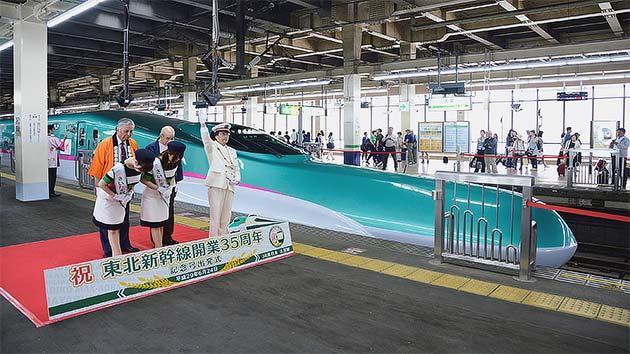 E5系による「東北新幹線開業35周年記念号」運転
