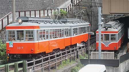 箱根登山鉄道モハ103・モハ107の塗装が変更される