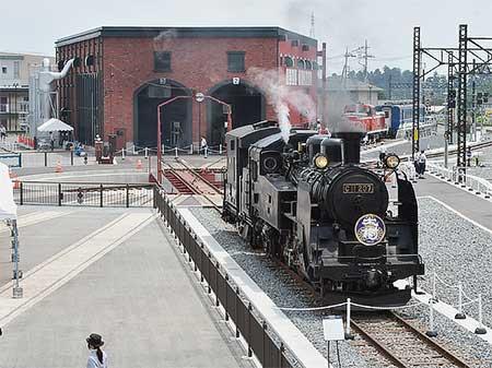 東武鉄道下今市駅構内に「転車台広場・SL展示館」が開設される