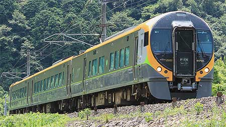 JR四国8600系E1編成 伯備線で試運転