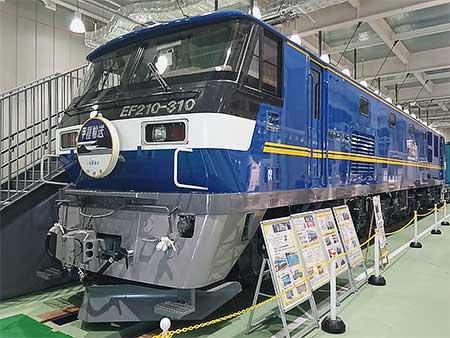 京都鉄道博物館に展示中のEF210-310にヘッドマーク