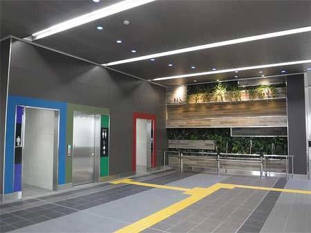 新河岸駅 駅コンコース(壁面緑化・意匠照明)