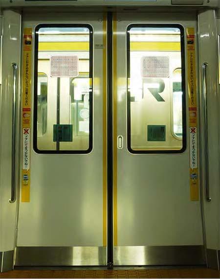 JR南武線,オリジナルデザインのドア注意喚起ステッカーを作成