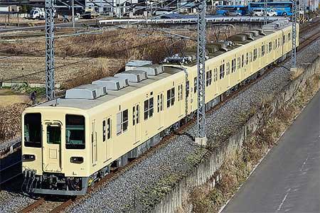 東武8000系81111編成がセイジクリーム塗装のまま出場試運転