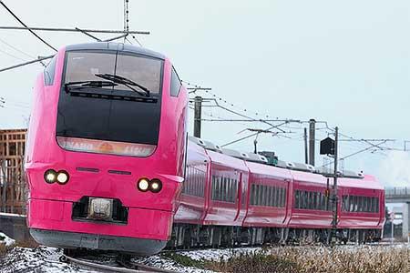 ハマナス色のE653系1000番台が営業運転を開始