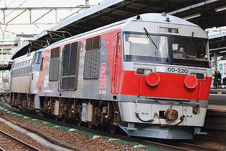 DF200-220が甲種輸送される