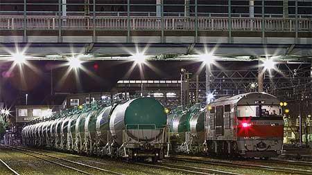 DF200-223が8075列車をけん引して塩浜へ
