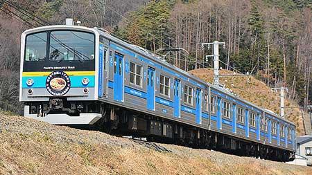 富士急6000系に「吉田うどんPR」ヘッドマーク