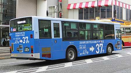 小田急,沿線路線バスにダイヤ改正PRラッピング