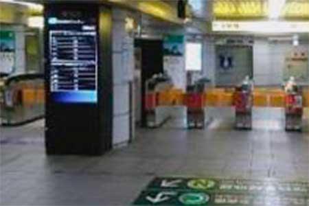 大阪市営地下鉄中央線森ノ宮駅改札内のディスプレイ
