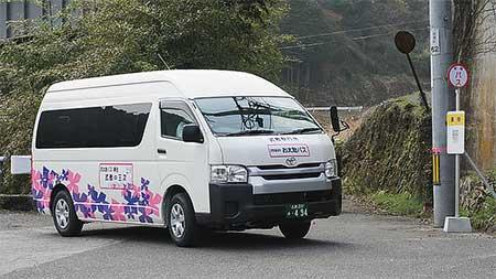 三江線代替バスの運行が始まる