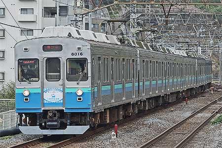 伊豆急8000系に『静岡ディスティネーションキャンペーン』ステッカー