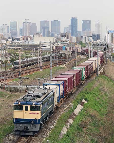 EF65 2067が75列車をけん引して四国へ