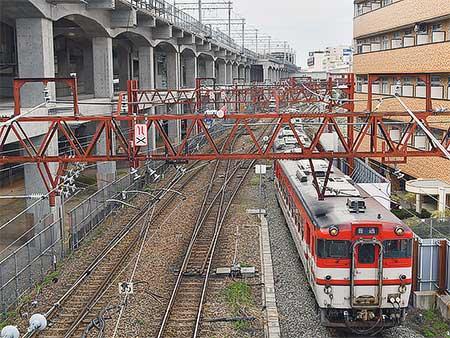 新潟駅付近高架化工事にともない臨時ダイヤで運転