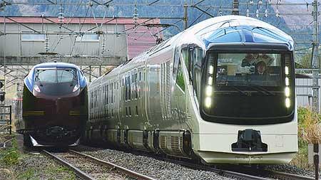 E655系とE001形が磐越西線で並ぶ