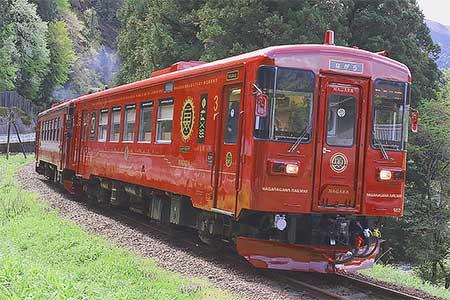 長良川鉄道の観光列車「ながら/川風」が営業運転を開始
