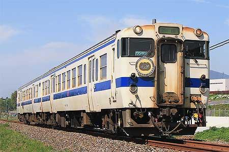 日田彦山線のキハ147形に『かわさきパン博』ヘッドマーク