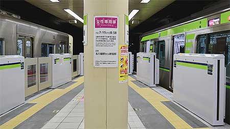 都営新宿線本八幡駅でホームドアの使用を開始