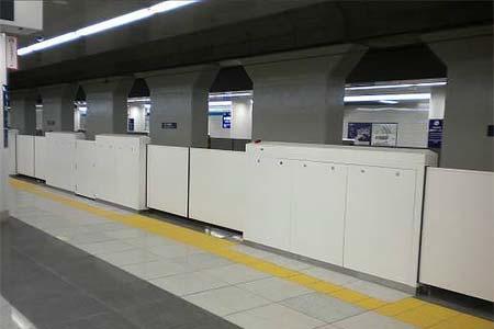 羽田空港国際線タミナル駅のホームドア