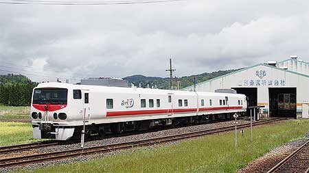 山形鉄道にキヤE193系「East i-D」が入線