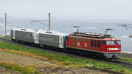 キハ261系1000番台2両が甲種輸送される