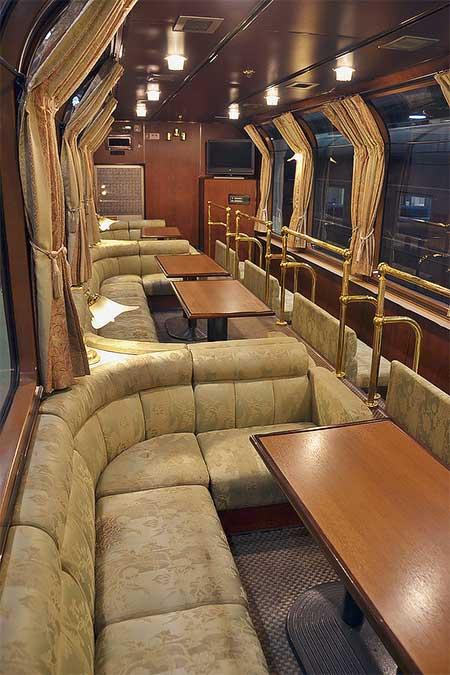 京都鉄道博物館でカニ24 12・オハ25 551の車内公開