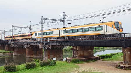 近鉄名古屋線で15200系+22600系による団臨運転