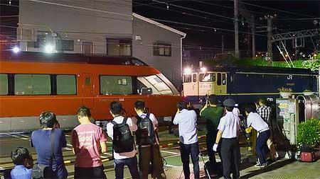 小田急70000形「GSE」第2編成が甲種輸送される