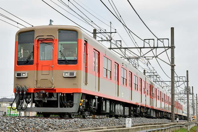 東武8000系81107編成がツートンカラー塗装のまま出場