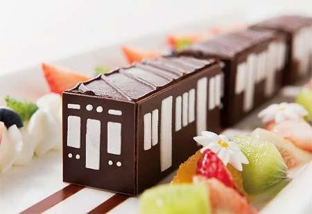 コラボレーションケーキ「花咲く街行く阪急電車」