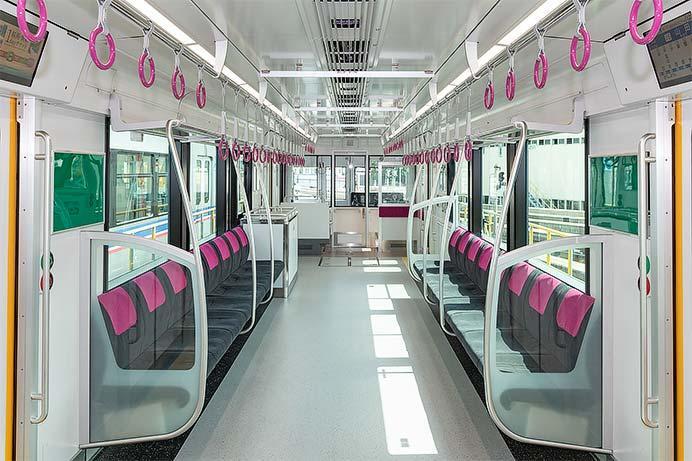 大阪モノレール3000系が報道陣に公開される