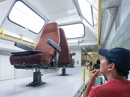 7500系「TOQ i」車内見学の様子