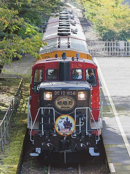 嵯峨野観光鉄道で「ハロウィン装飾」実施