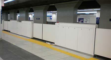 京急,羽田空港国内線ターミナルでホームドアの設置に着手