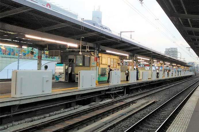 JR東日本,12月8日から新小岩駅のホームドアの使用開始