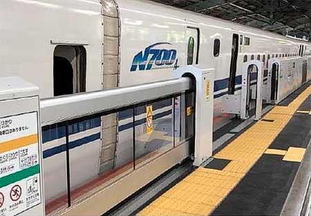 新神戸駅の可動式ホーム柵