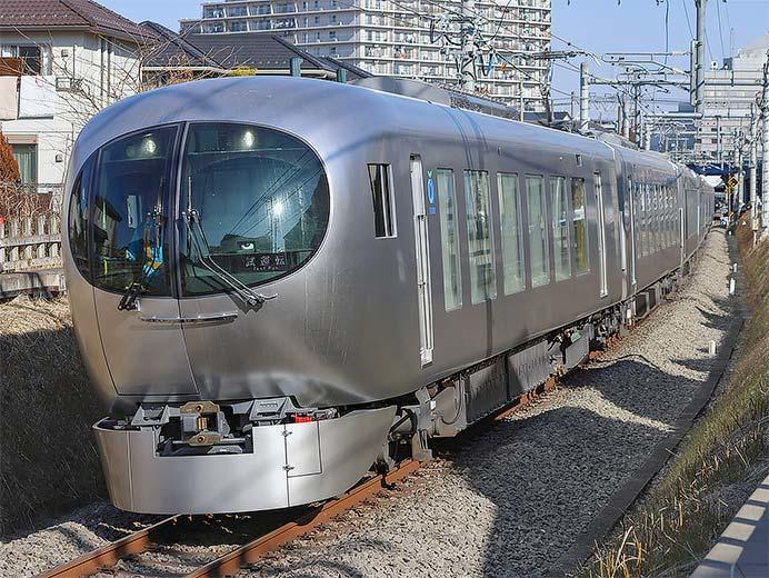 西武新宿線に「Laview」が入線